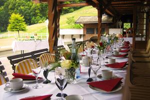 Terrasse unseres Restaurant´s St. Georg im nahegelegenen Alpenreiterhof