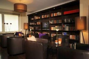 friends bar & lounge