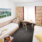 kleines Zweibettzimmer