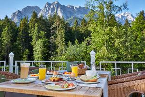 Frühstücksterrasse mit Zugspitzblick
