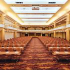 Großer Festsaal mit Reihenbestuhlung