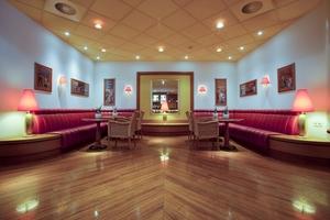 Bar / Traveller's Lounge